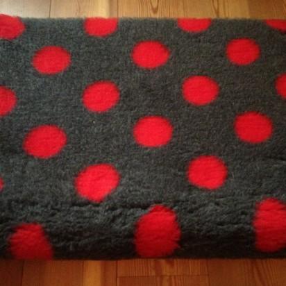 Original Vetbed Isobed SL grau mit rot Punkten  75x50